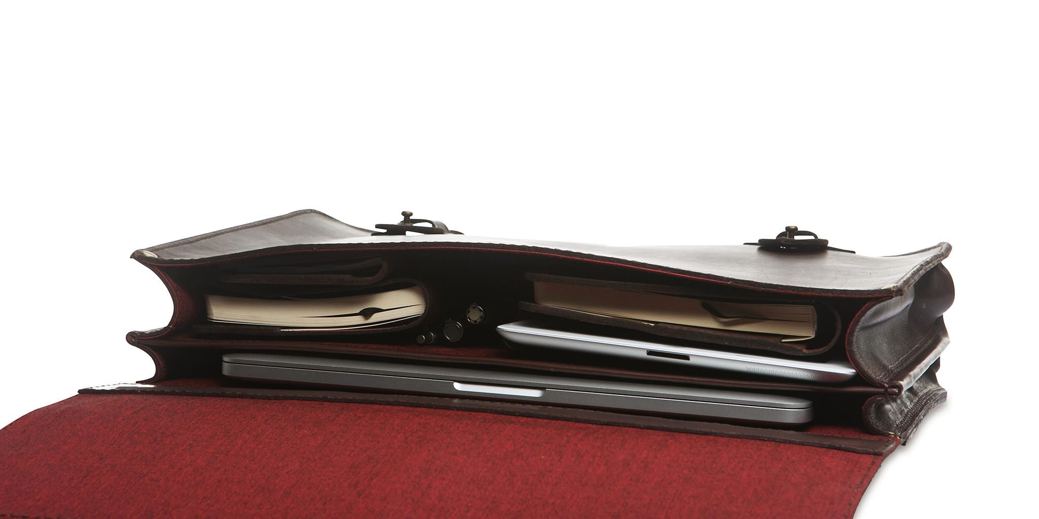The rear compartment is narrower to efficiently hold your laptop and leave more space for everything else.