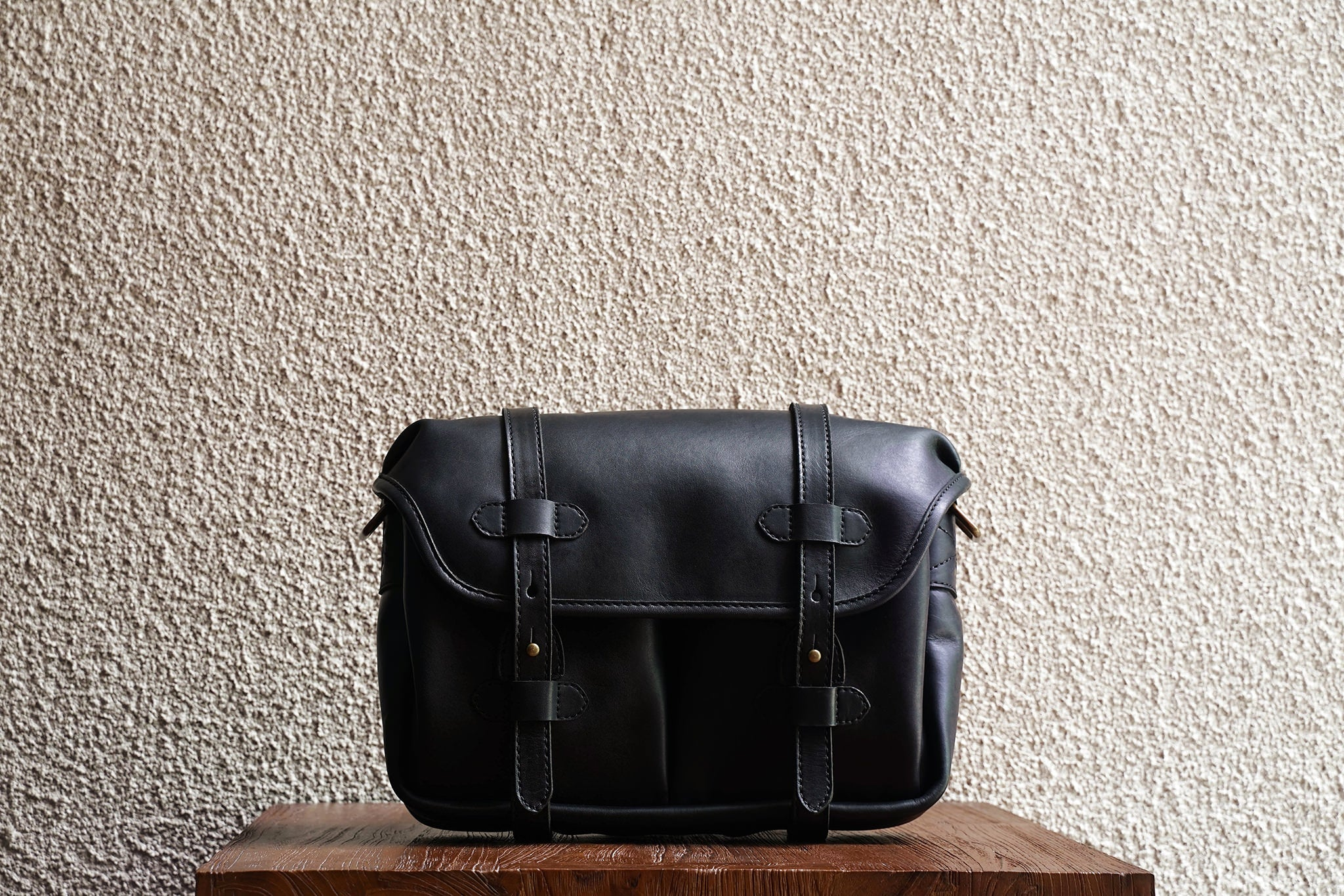 Our bags are made from as few leather pieces as possible. Fewer seams makes for a stronger bag.