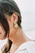 Load image into Gallery viewer, Shell fragment earrings