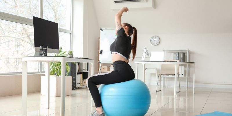 Does sitting on exercise ball help lose weight