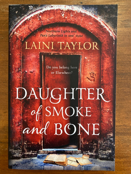 Taylor, Laini - Daughter of Smoke and Bone (Paperback)