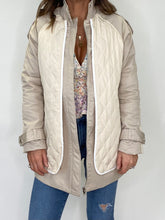 Load image into Gallery viewer, Quilted 2 Tone Jacket