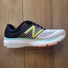 Load image into Gallery viewer, New Balance Women's 860 V10 - Lemon Slush with Light Slate & Black