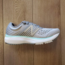 Load image into Gallery viewer, New Balance Women's 860 V10 - Steel with Light Aluminum & Light Reef