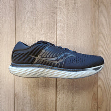 Load image into Gallery viewer, Saucony Men's Triumph 17 - Blackout
