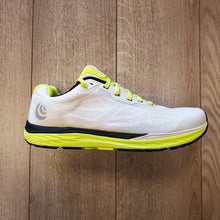 Load image into Gallery viewer, Topo Athletic Men's Fli-Lyte 3 - Silver/Lime
