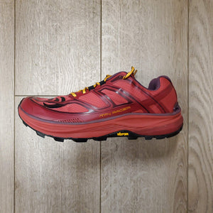 Topo Athletic Women's MTN Racer - Berry/Gold