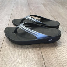 Load image into Gallery viewer, Oofos Oolala Sandal - Satin Graphite