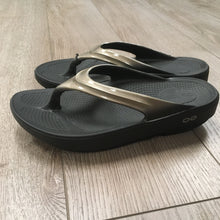 Load image into Gallery viewer, Oofos Oolala Sandal - Latte