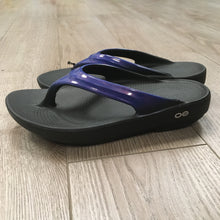 Load image into Gallery viewer, Oofos Oolala Sandal - Navy