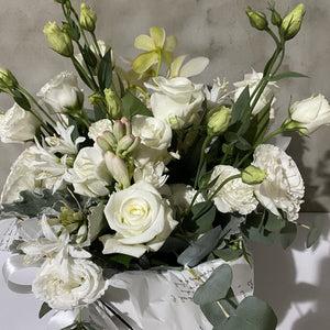 Creative White Flower Bouquet