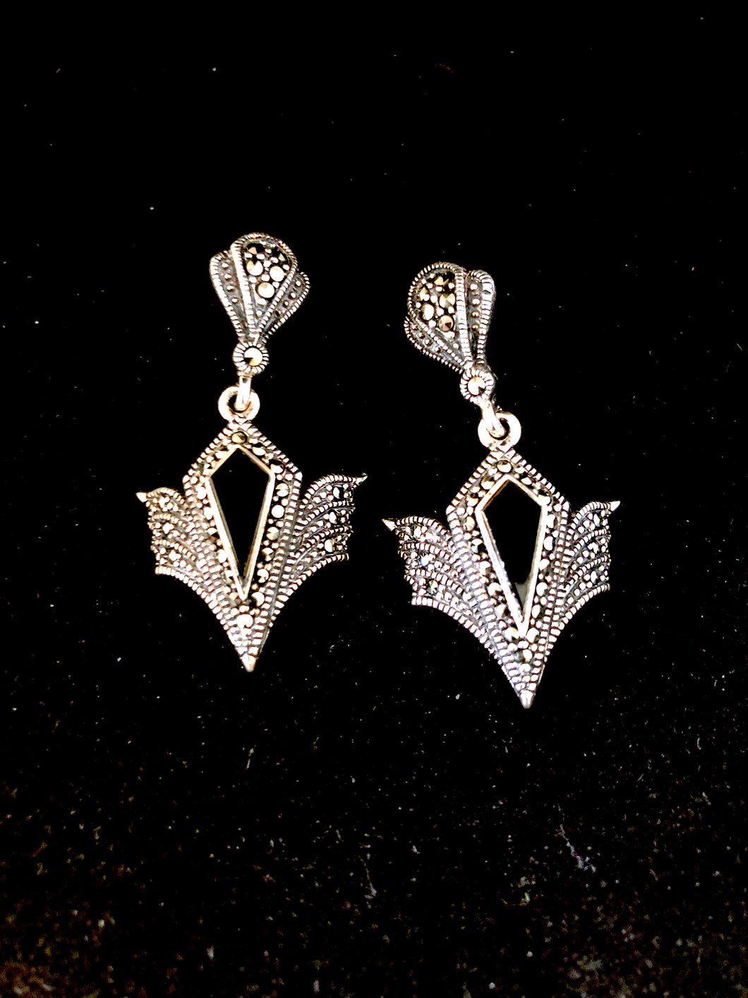 Earrings - DEEA623   Art Deco stunning 925 Sterling Silver, marcasite and onyx earrings