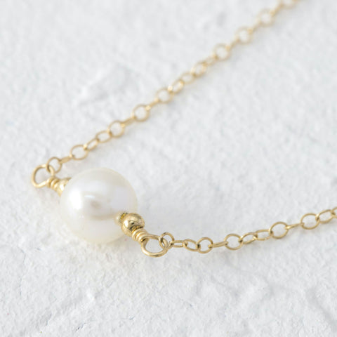 Farah single pearl minimalist necklace