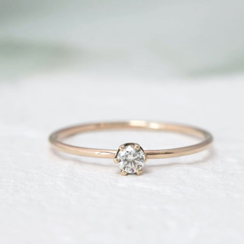 """Aster"" Delicate gold ring in Moissanite"