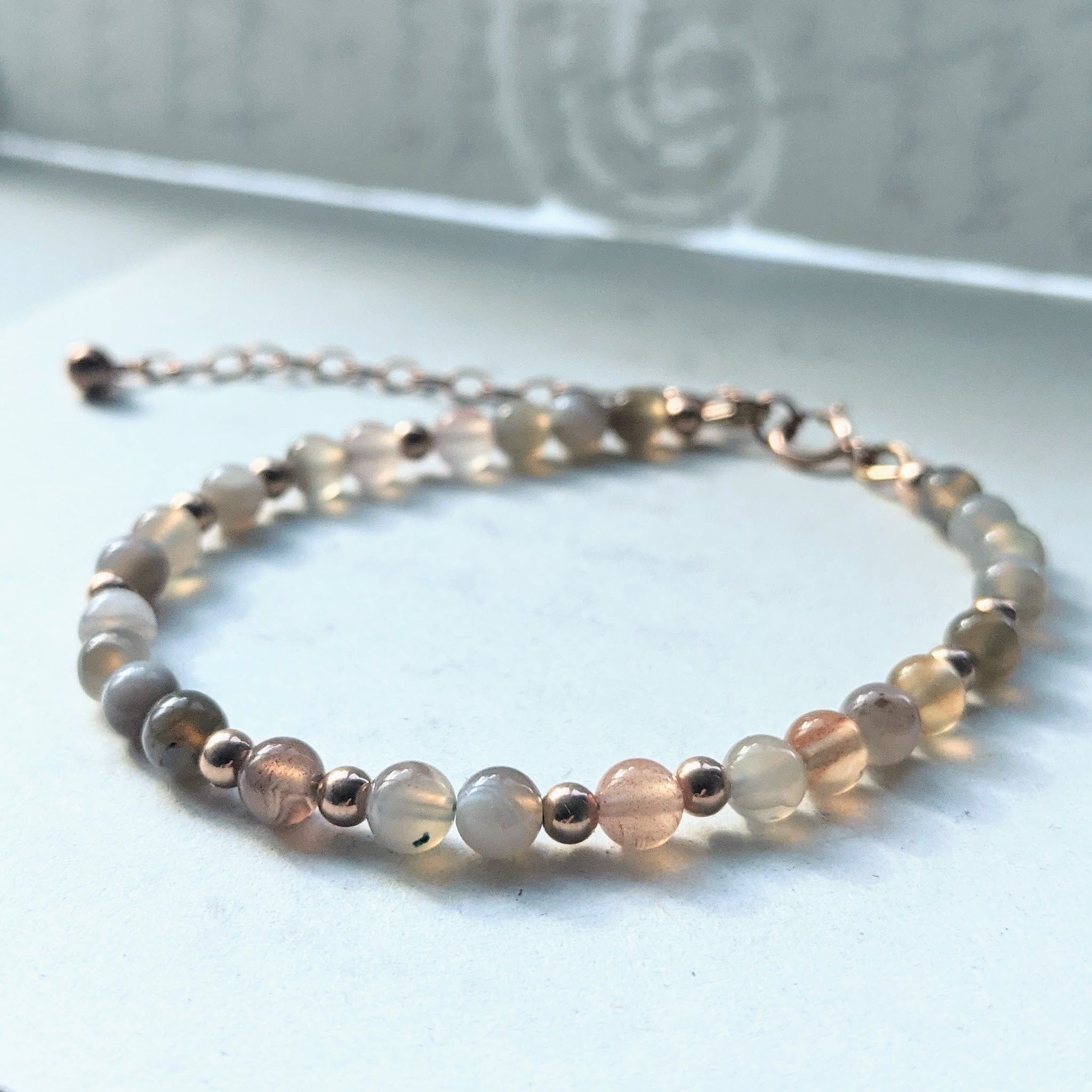"""Alice"" dainty beaded bracelet in black sardonyx and rose gold"