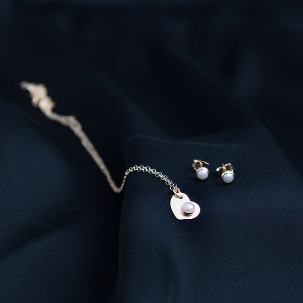 """Greta and Lulu"" Gold pendant and pearl earrings set"