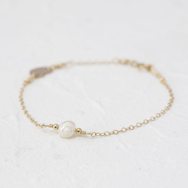 """Farah"" single pearl bracelet with heart charm"