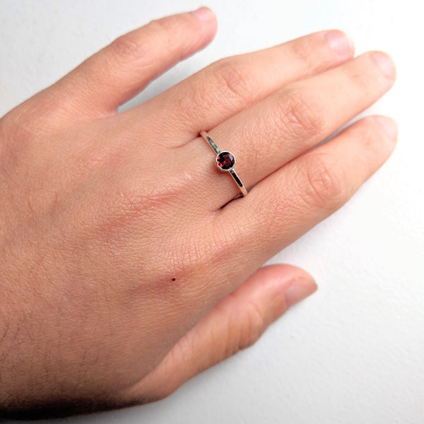 """Agata"" tube set solitaire ring in garnet"
