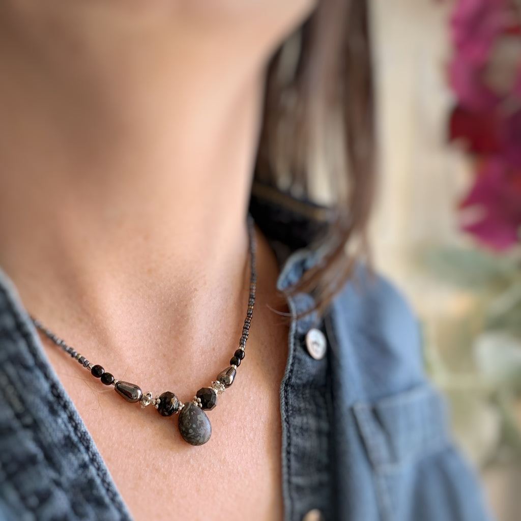 Teardrop Necklace in Mottled Black