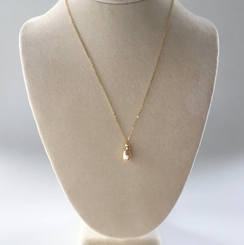 Gold bridal necklace with tear drop pearl