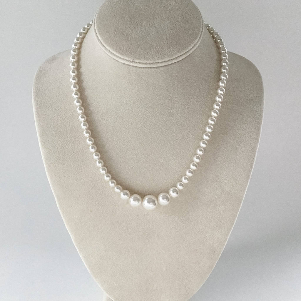 Classic graduated pearl necklace, perfect for any bride, bradal attendant, bridesmaid or just for everyday wear.