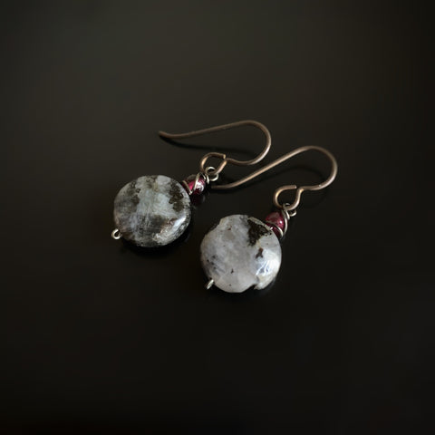 handmade hypoallergenic earrings with labradorite and garnet