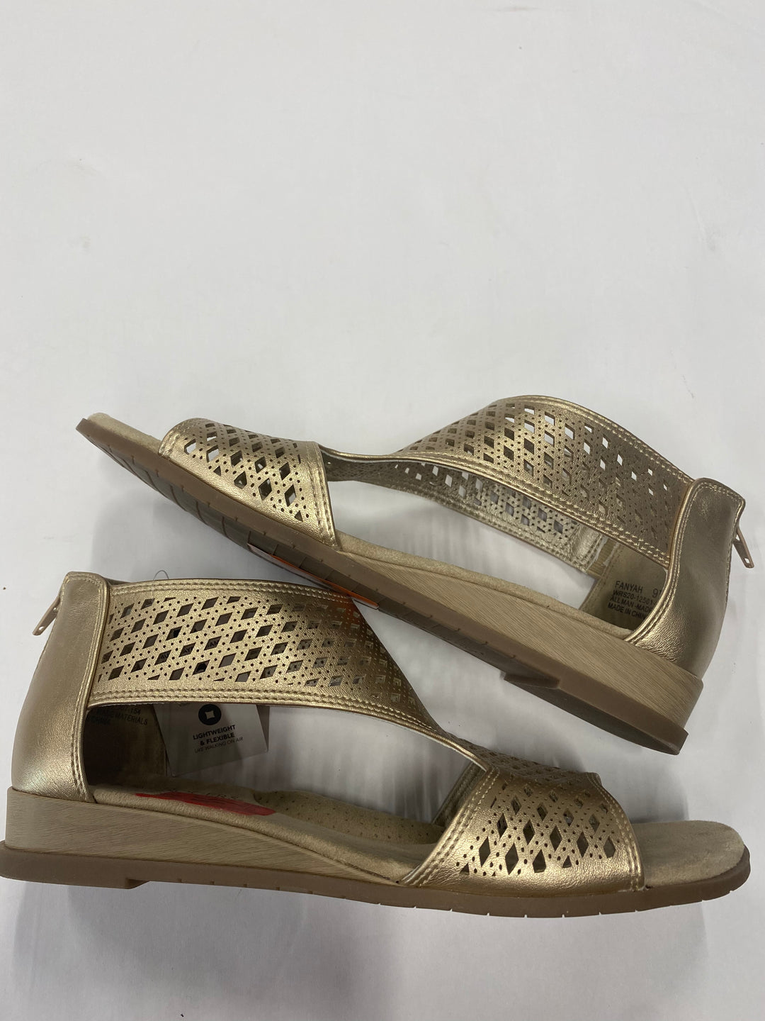 Primary Photo - BRAND: KIM ROGERS <BR>STYLE: SANDALS FLAT <BR>COLOR: GOLD <BR>SIZE: 9.5 <BR>SKU: 200-200199-14904