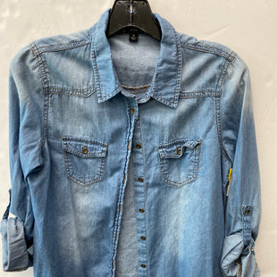 Primary Photo - BRAND: IRIS STYLE: BLOUSE COLOR: DENIM SIZE: M SKU: 200-200178-10555