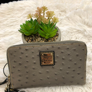 Primary Photo - BRAND: DOONEY AND BOURKE STYLE: WRISTLET COLOR: GREY SKU: 200-200202-6001