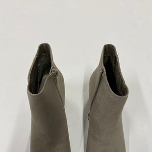 Primary Photo - BRAND:    CLOTHES MENTOR STYLE: BOOTS ANKLE COLOR: GREY SIZE: 6 SKU: 200-200199-14267