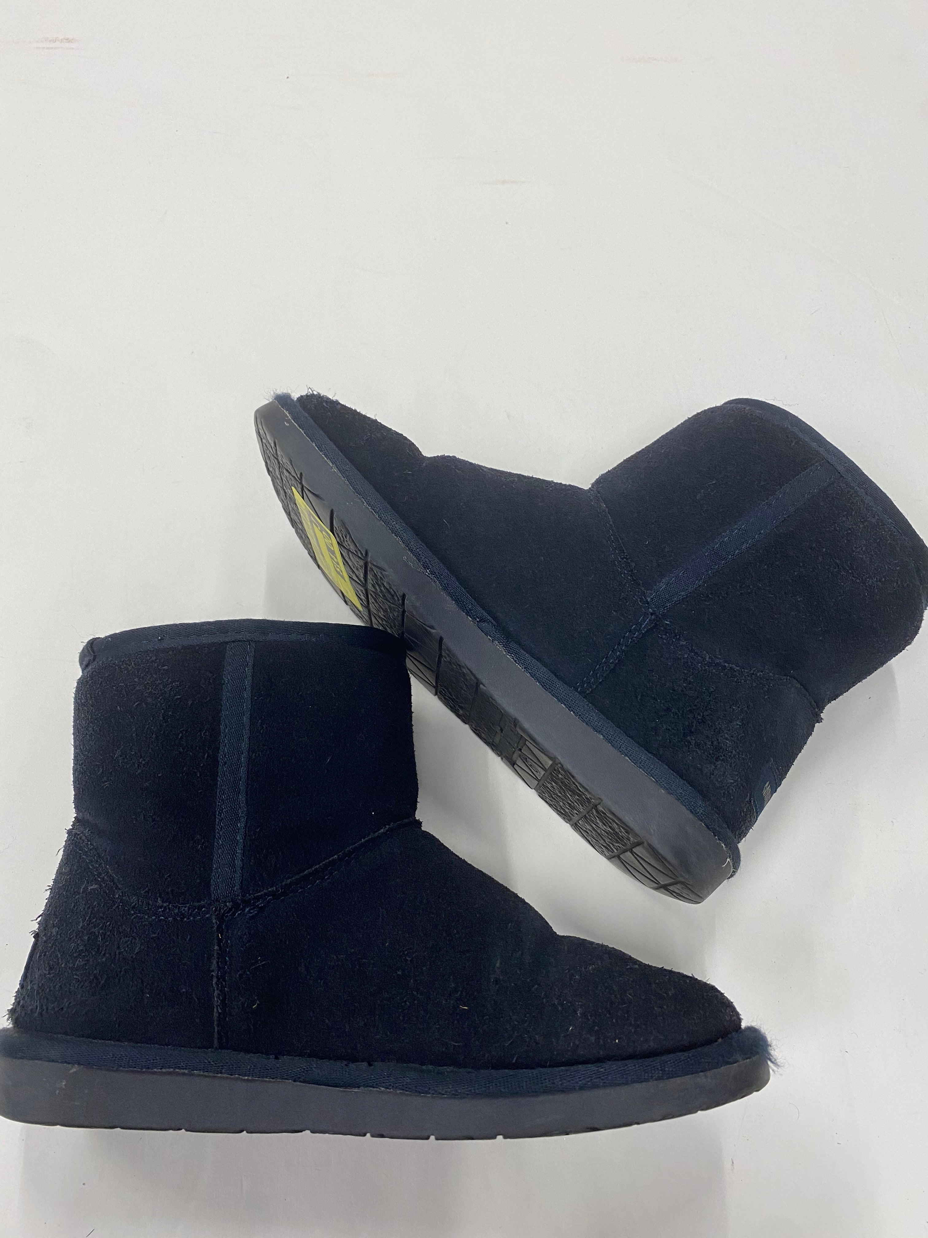 Photo #1 - BRAND: MINNETONKA <BR>STYLE: BOOTS ANKLE <BR>COLOR: NAVY <BR>SIZE: 6 <BR>SKU: 200-200178-19823