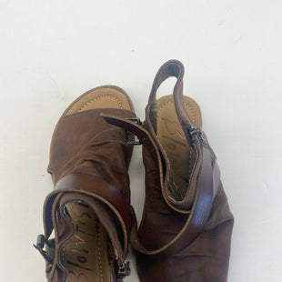 Primary Photo - BRAND: BLOWFISH STYLE: SANDALS LOW COLOR: BROWN SIZE: 8.5 SKU: 200-200202-1969