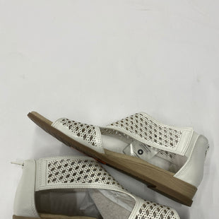 Primary Photo - BRAND: KIM ROGERS STYLE: SANDALS FLAT COLOR: WHITE SIZE: 9.5 SKU: 200-200199-14905