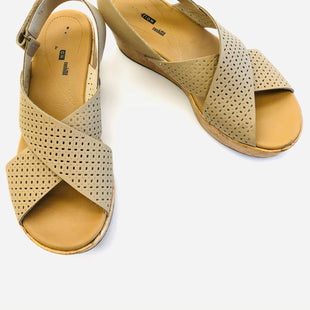 Primary Photo - BRAND: CLARKS STYLE: SANDALS HIGH COLOR: TAUPE SIZE: 9.5 OTHER INFO: AS IS SKU: 200-200202-5844
