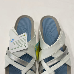 Primary Photo - BRAND: BARE TRAPS STYLE: SANDALS LOW COLOR: WHITE SIZE: 9.5 SKU: 200-200199-14911