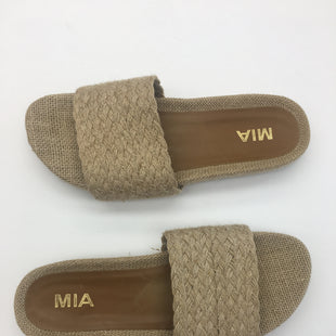 Primary Photo - BRAND: MIA STYLE: SANDALS FLAT COLOR: STRAW SIZE: 9 SKU: 200-200199-21023