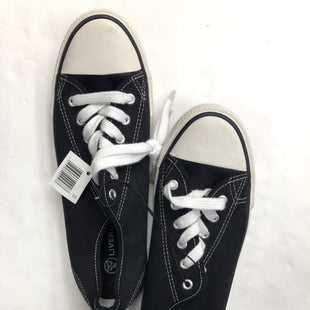 Primary Photo - BRAND:    CLOTHES MENTOR STYLE: SHOES ATHLETIC COLOR: BLACK WHITE SIZE: 8.5 OTHER INFO: LIVERGY - SKU: 200-200178-25887