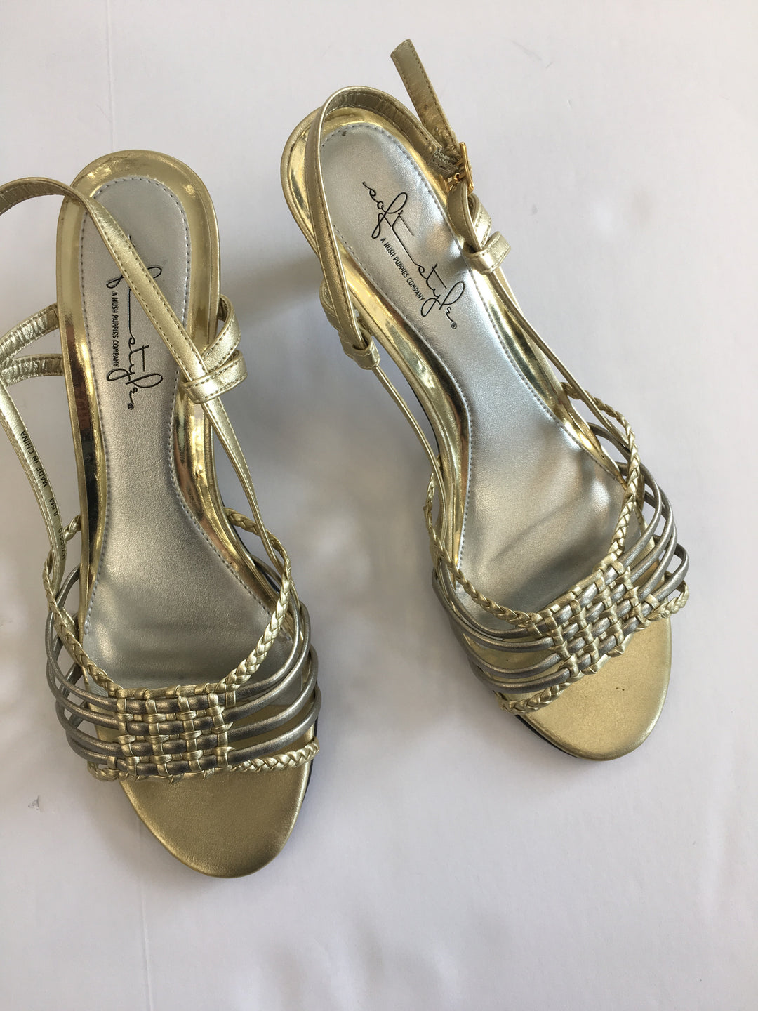 Primary Photo - BRAND: HUSH PUPPIES<BR>STYLE: SANDALS LOW<BR>COLOR: GOLD<BR>SIZE: 8.5<BR>SKU: 200-200199-3532