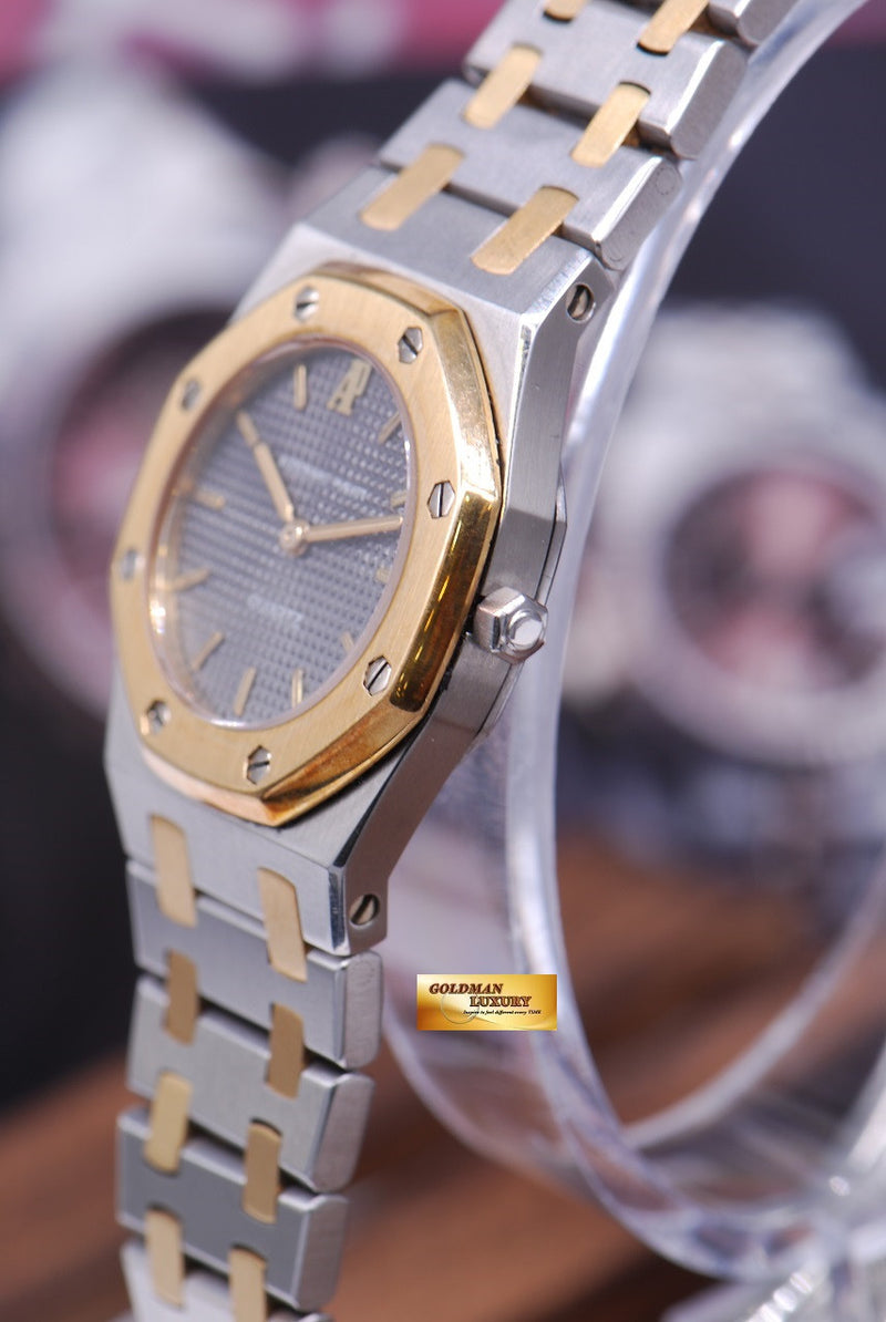 products/GML1013_-_Audemars_Piguet_Royal_Oak_Ladies_26mm_Quartz_Near_Mint_-_2.JPG