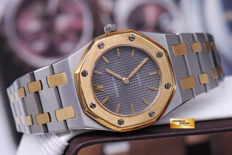 products/GML1013_-_Audemars_Piguet_Royal_Oak_Ladies_26mm_Quartz_Near_Mint_-_9.JPG