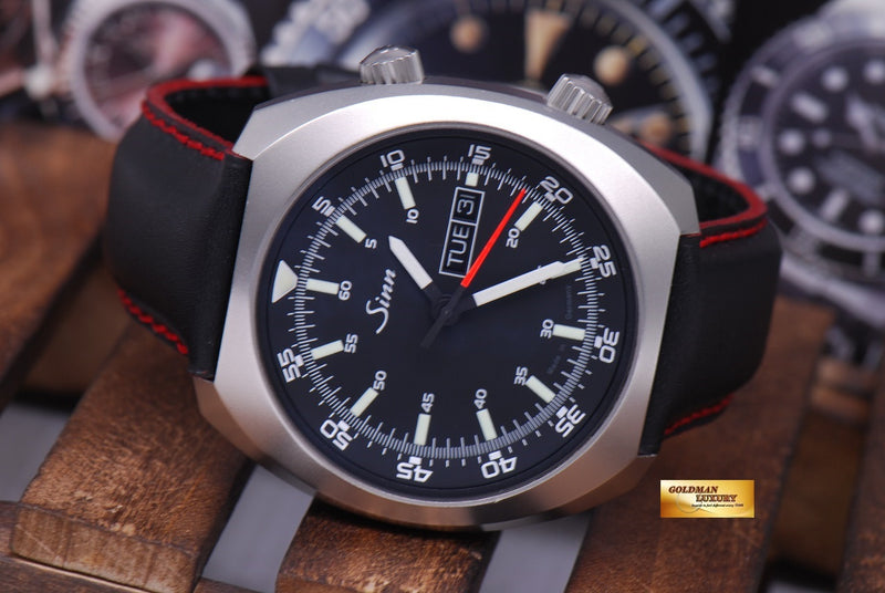 products/GML1022_-_Sinn_240_ST_with_interior_Pilot_Bezel_Automatic_MINT_-_12.JPG