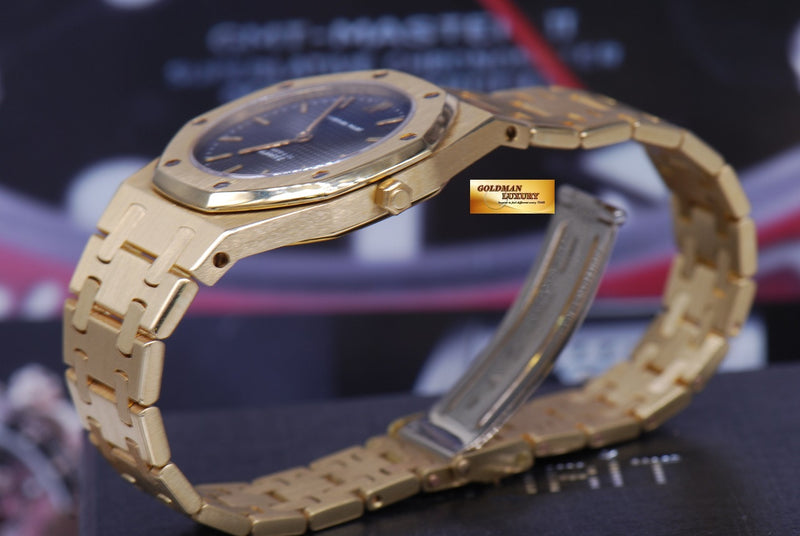 products/GML1218_-_Audemars_Piguet_Royal_Oak_Ladies_18K_Gold_30mm_Quartz_Near_Mint_-_10.JPG