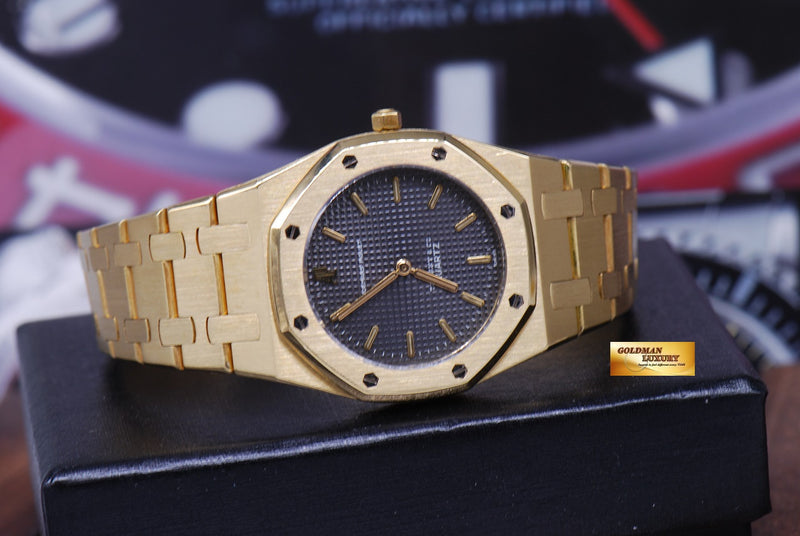 products/GML1218_-_Audemars_Piguet_Royal_Oak_Ladies_18K_Gold_30mm_Quartz_Near_Mint_-_11.JPG