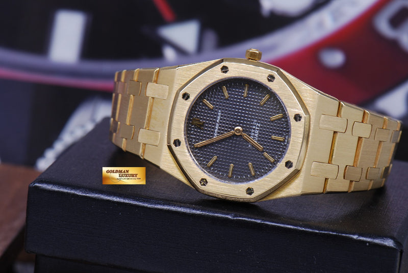 products/GML1218_-_Audemars_Piguet_Royal_Oak_Ladies_18K_Gold_30mm_Quartz_Near_Mint_-_12.JPG