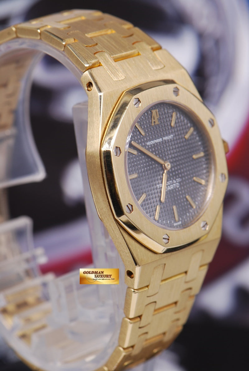 products/GML1218_-_Audemars_Piguet_Royal_Oak_Ladies_18K_Gold_30mm_Quartz_Near_Mint_-_3.JPG
