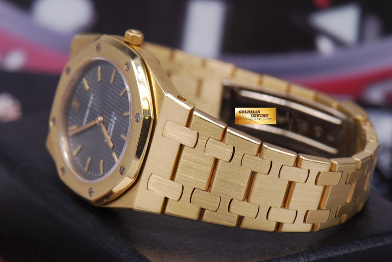 products/GML1218_-_Audemars_Piguet_Royal_Oak_Ladies_18K_Gold_30mm_Quartz_Near_Mint_-_7.JPG