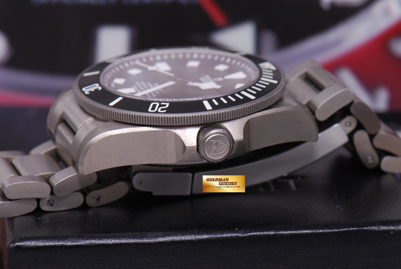 products/GML1222_-_Tudor_Pelagos_Titanium_41mm_In-House_Mvt_25600T_Near_Mint_-_10.JPG