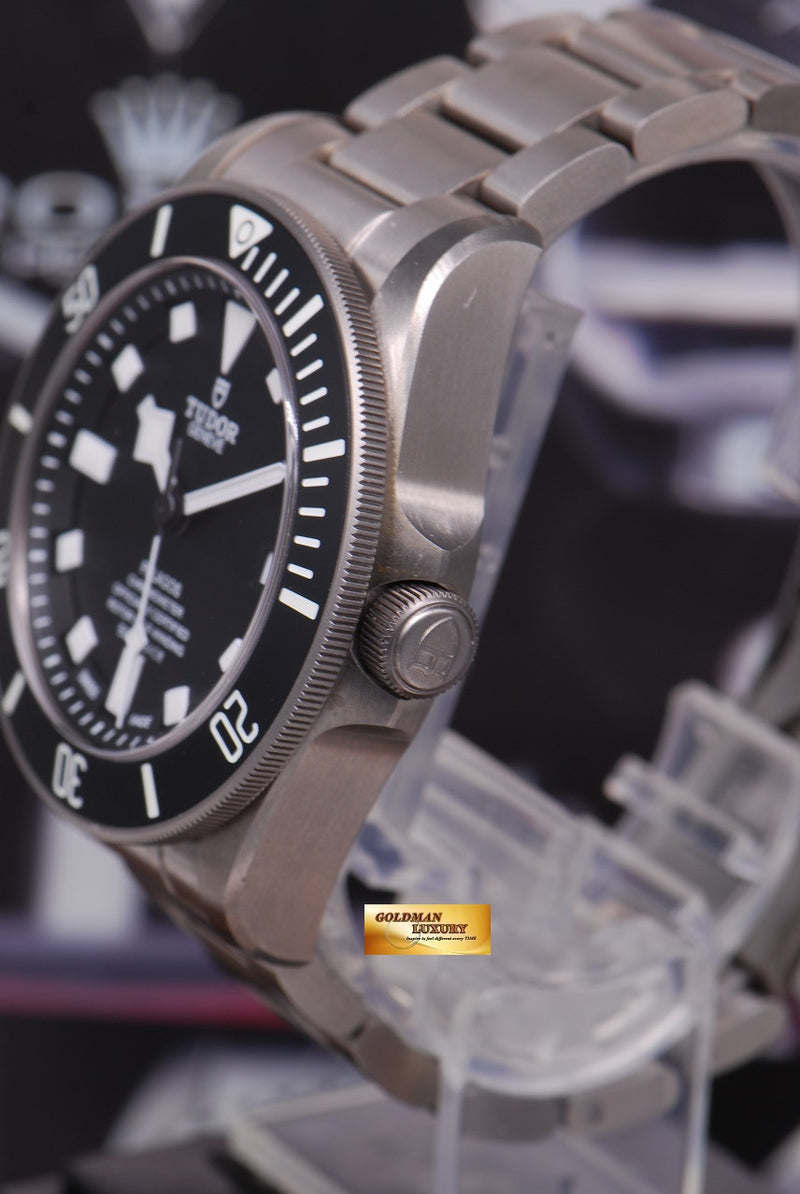 products/GML1222_-_Tudor_Pelagos_Titanium_41mm_In-House_Mvt_25600T_Near_Mint_-_2.JPG
