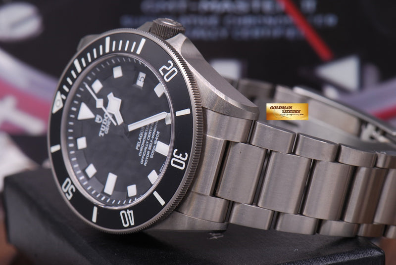 products/GML1222_-_Tudor_Pelagos_Titanium_41mm_In-House_Mvt_25600T_Near_Mint_-_7.JPG