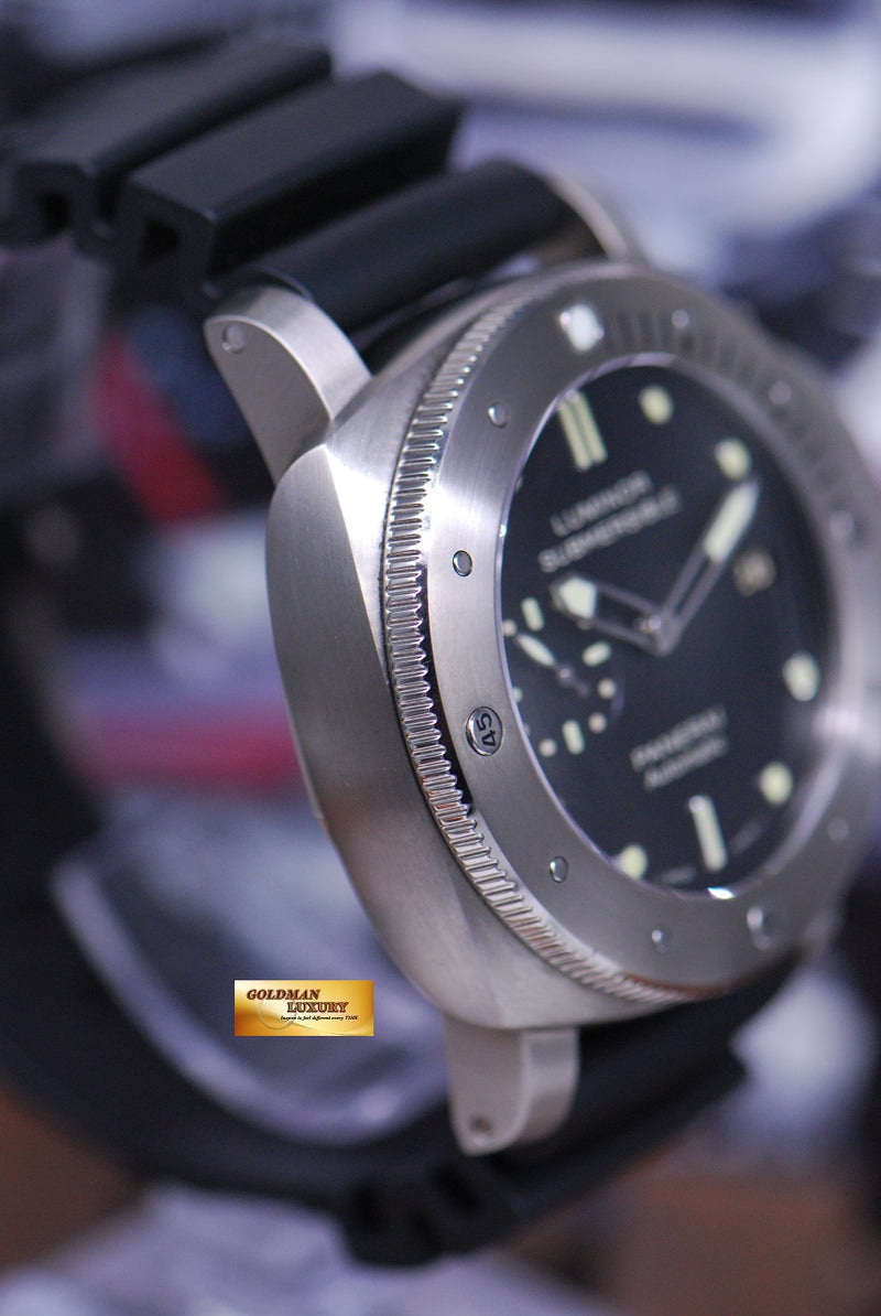 products/GML1561_-_Panerai_Luminor_Submersible_Titanium_Automatic_PAM_305_-_4.JPG